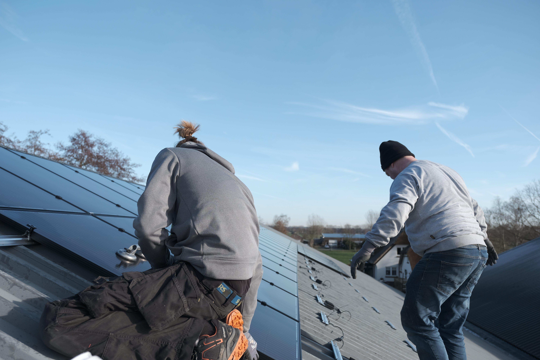Zonnepanelen op jouw bedrijfspand in de omgeving Veenendaal? studio ECO maakt het mogelijk. HvR Speeltotaal heeft 66 zonnepanelen op hun bedrijfshal laten leggen hierdoor >